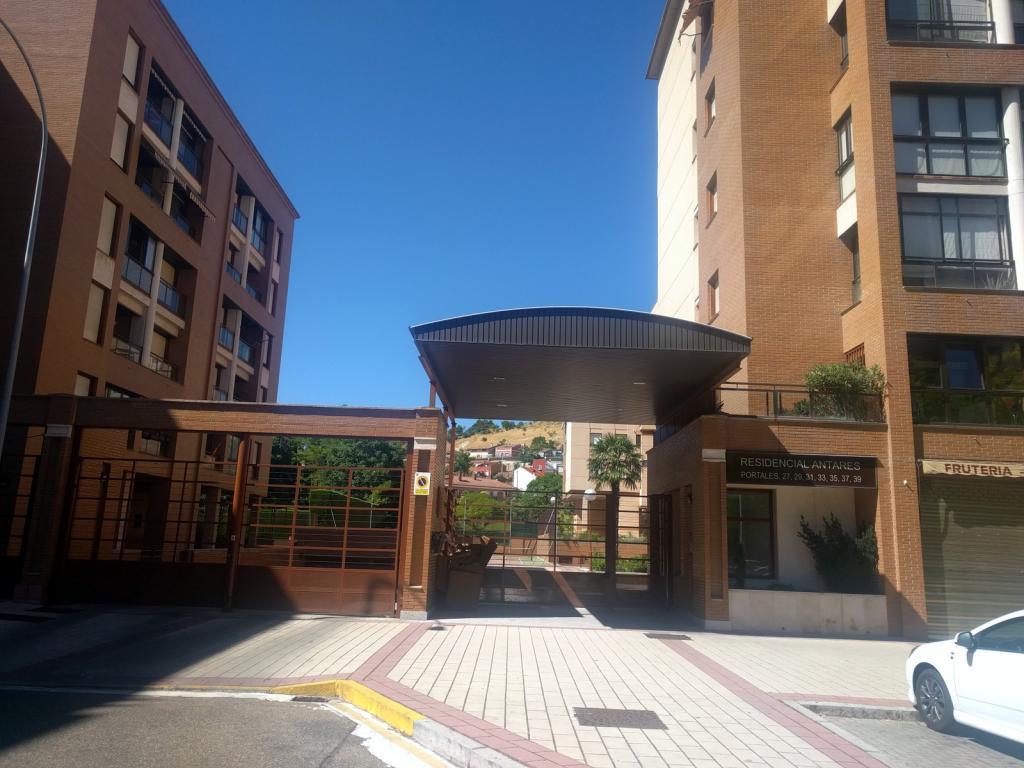 Garaje en zona huerta del rey - Valladolid